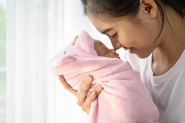a70192d6 newborn baby sleeping hands mother nose collided 1150 19523